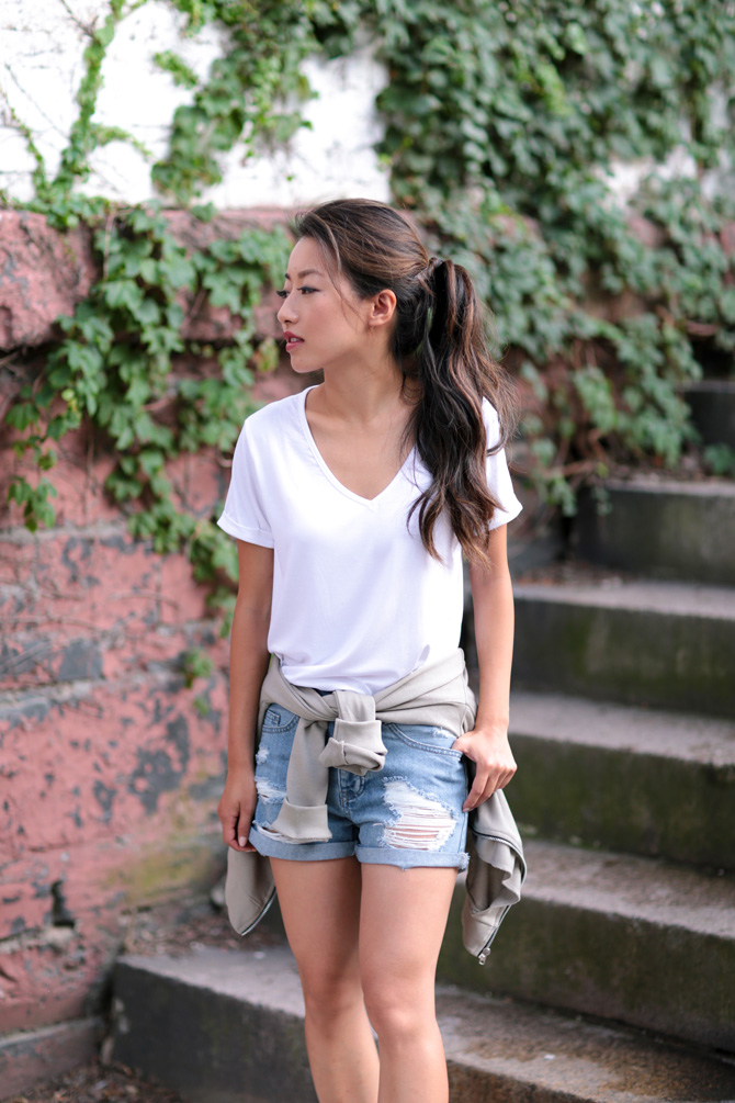 missguided petites casual denim shorts white tee outfit