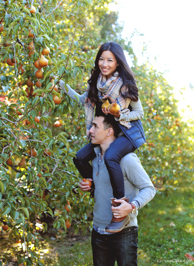 fall couples outfits apple picking