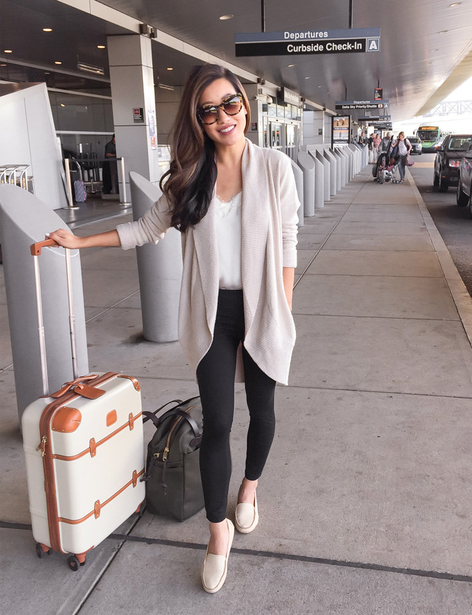 travel outfit airport casual style leggings cardigan
