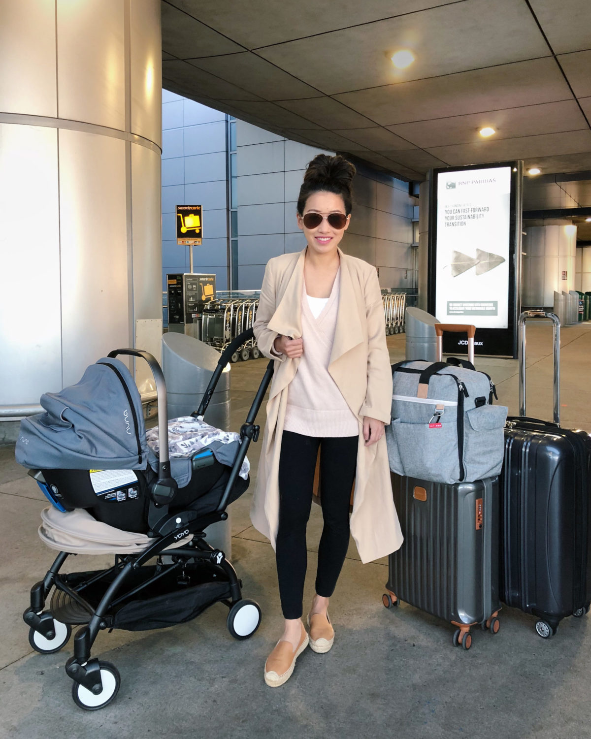 breastfeeding nursing friendly travel outfit for airport