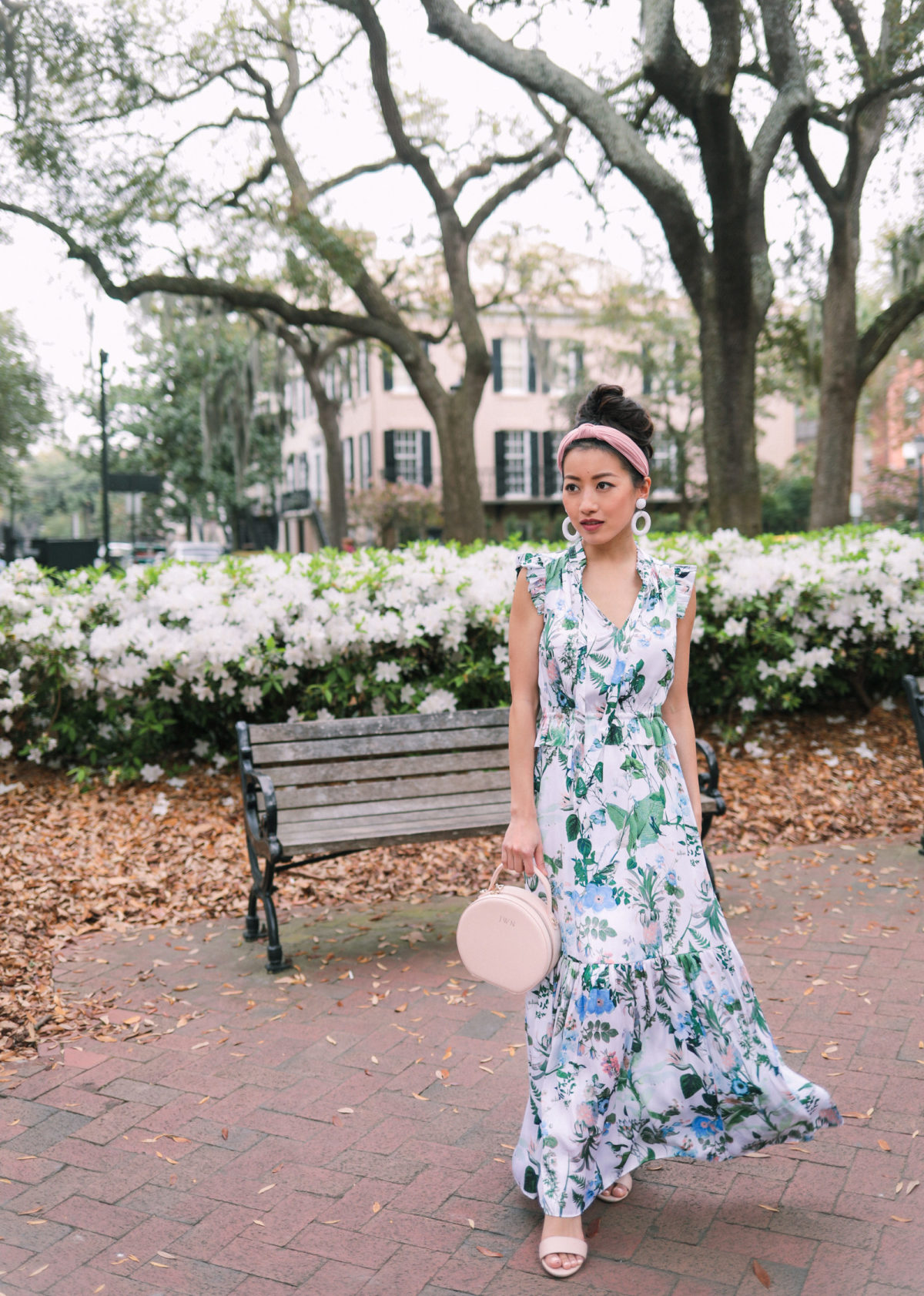 spring wedding outfit how to style a headband