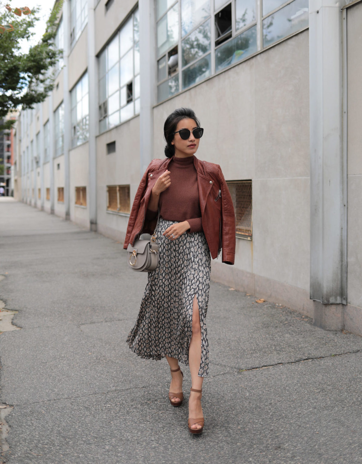 how to style a snake skin print pleated skirt