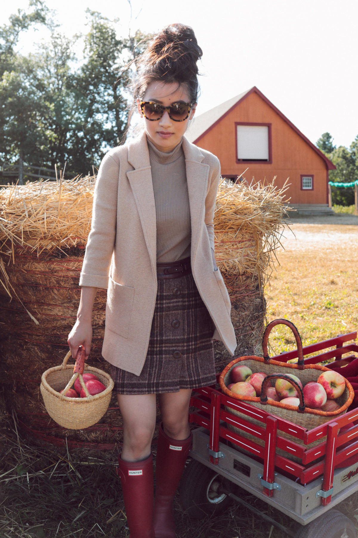 fall apple picking family photos outfit petite fashion