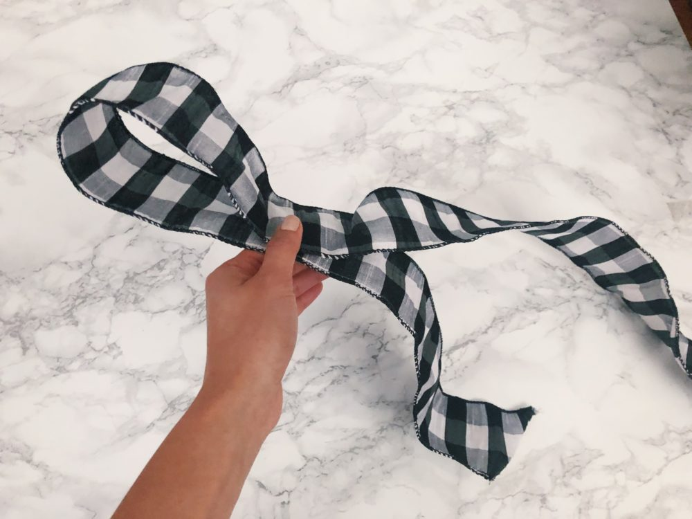 easy step by step to tie the perfect holiday bow