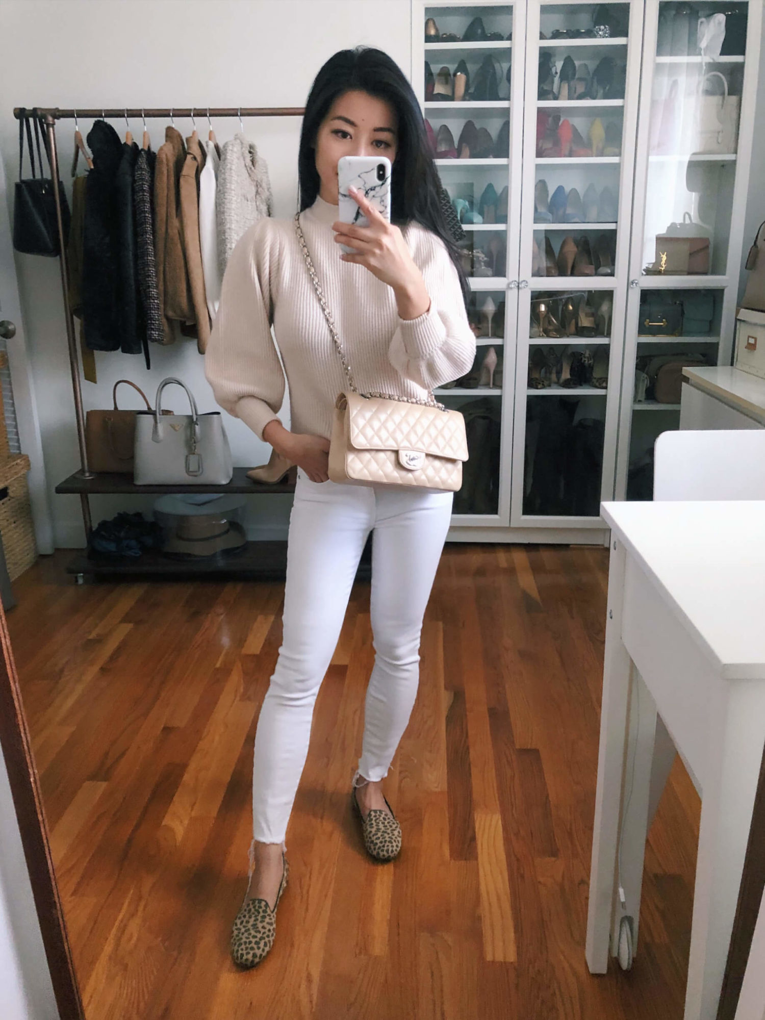 white jeans and leopard loafer outfit
