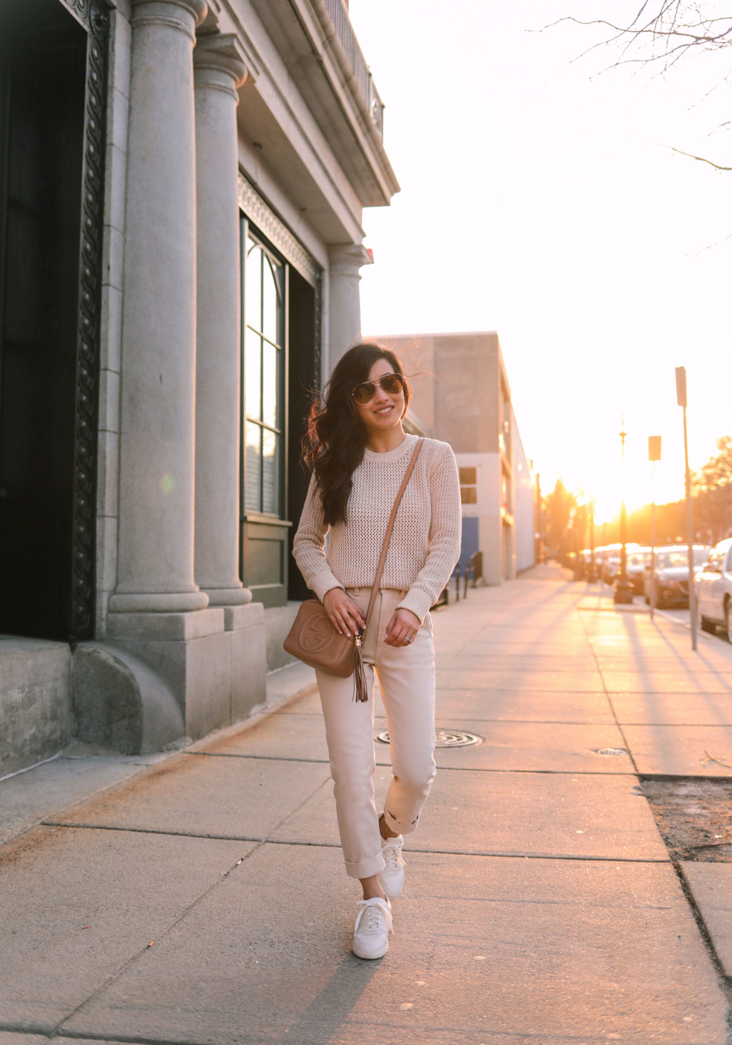 casual sneaker outfits for petite women
