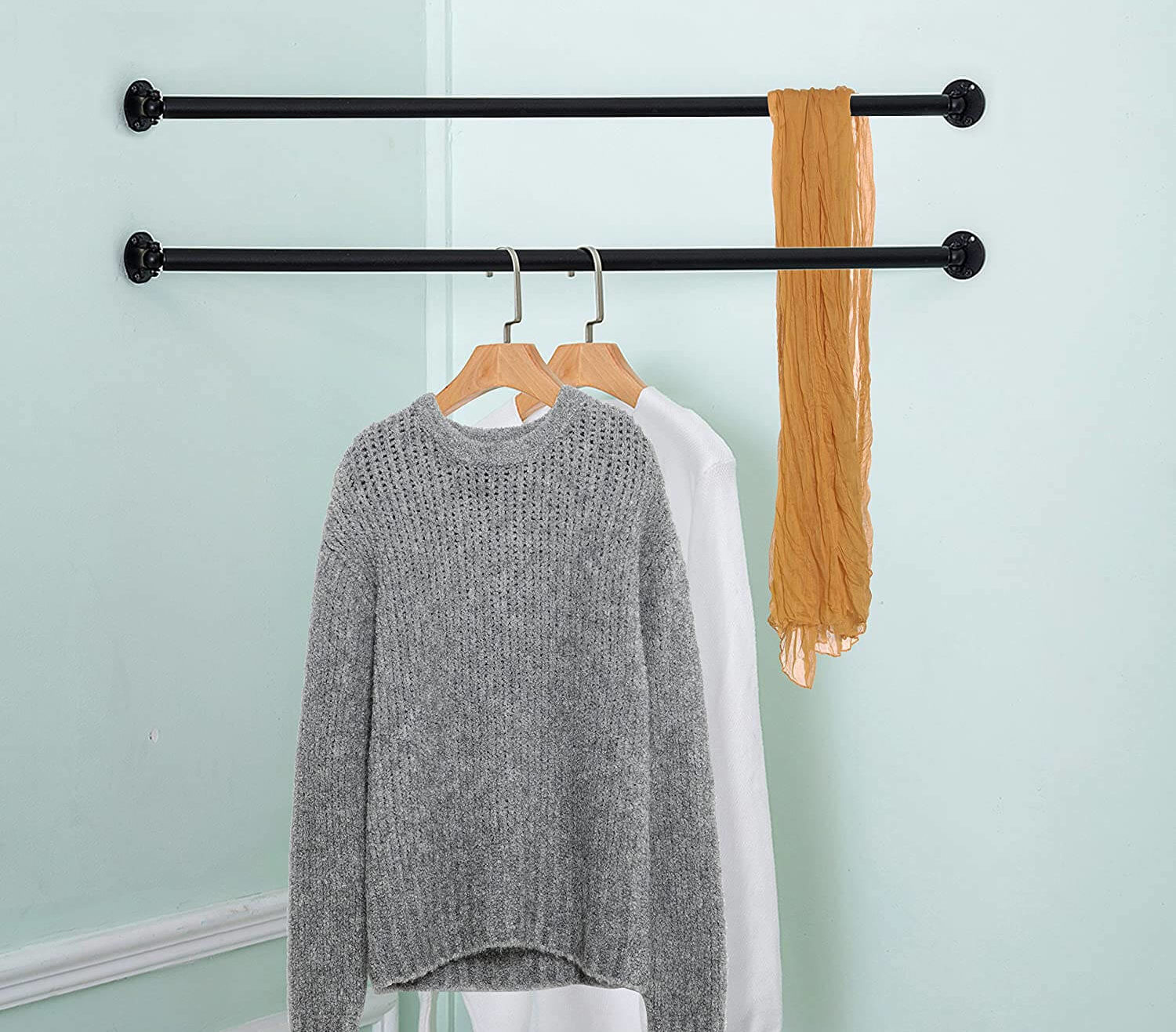 Corner hanging garment bar